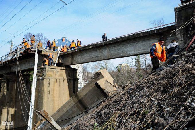 Мосты в Киеве: могут обвалиться, но не обвалятся - эксперт