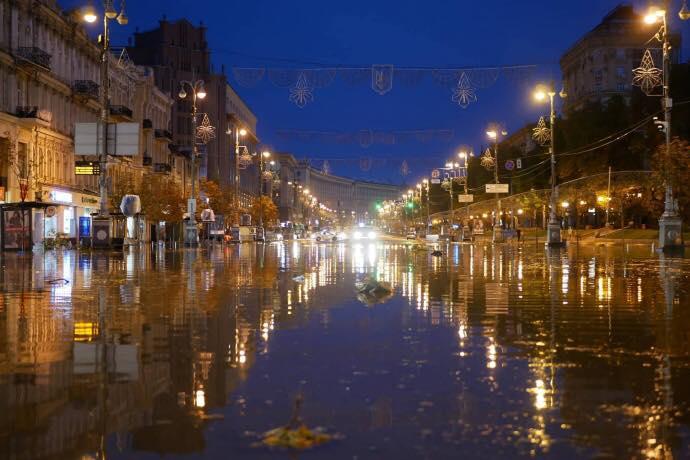 В КГГА объяснили причины потопа на Крещатике