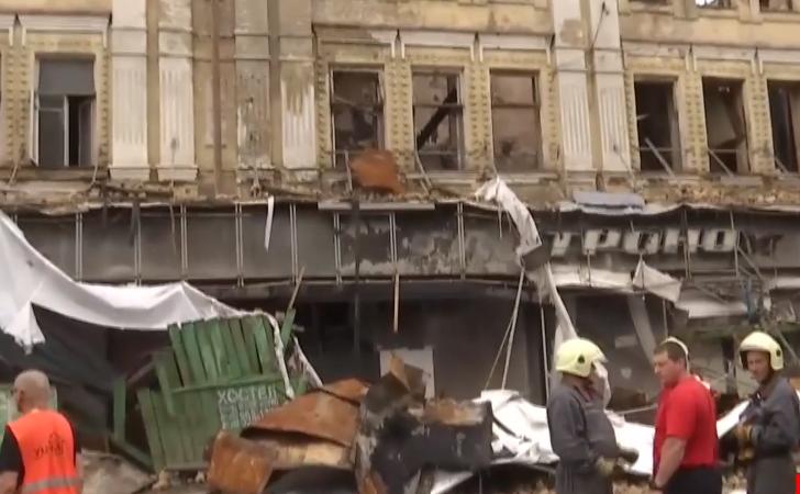 В центре Киева обвалился фасад аварийного здания