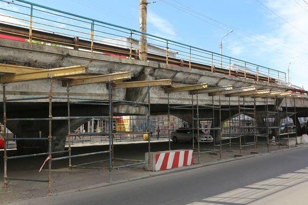 С Шулявского моста в Киеве перекрыли съезды