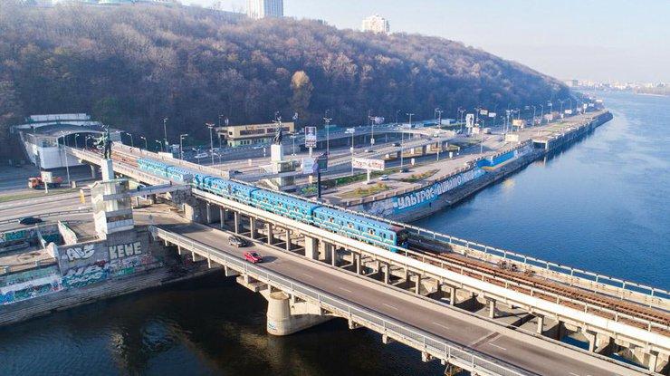 """В """"Киевавтодоре"""" анонсировали ремонт моста Метро"""