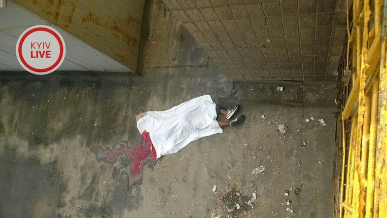Погиб студент КПИ, сорвавшись с окна третьего этажа
