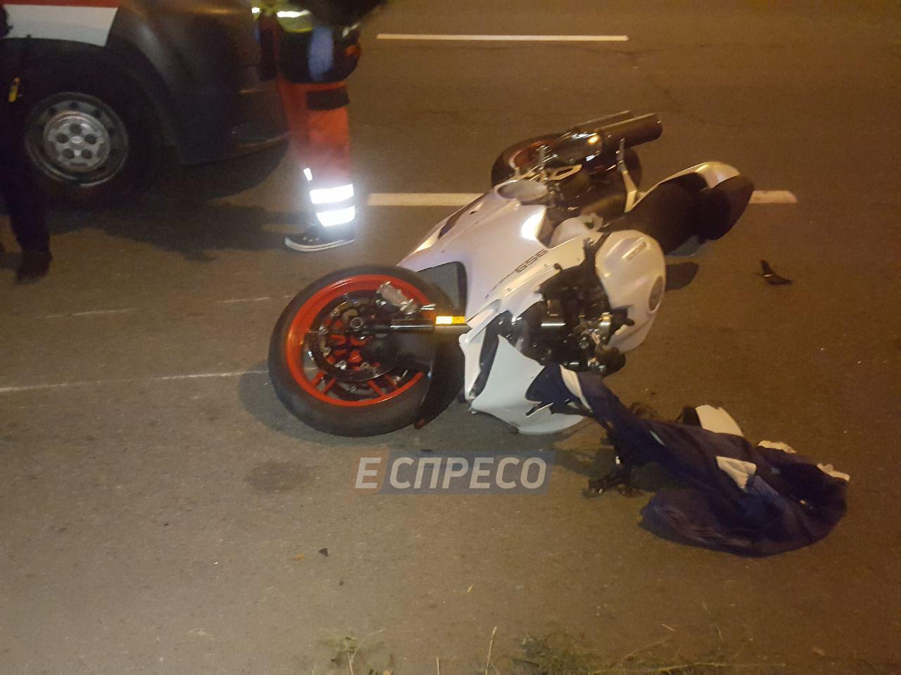 Мотоциклист сбил насмерть женщину, сам получил травмы, но скрылся