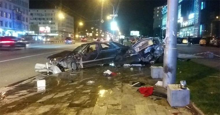 ДТП у Политеха: водитель врезался в припаркованный авто