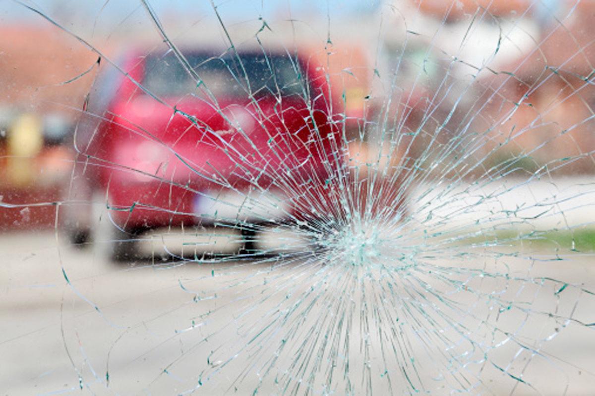 """Пьяный мужчина угнал автомобиль и """"приехал"""" в электроопору"""