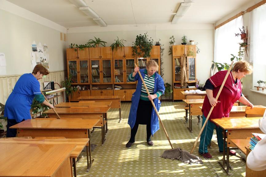 Что делать, если школьный класс после занятий некому убирать?