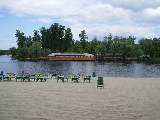 Киевляне перестали ходить на пляжи. Купальный сезон - завершен