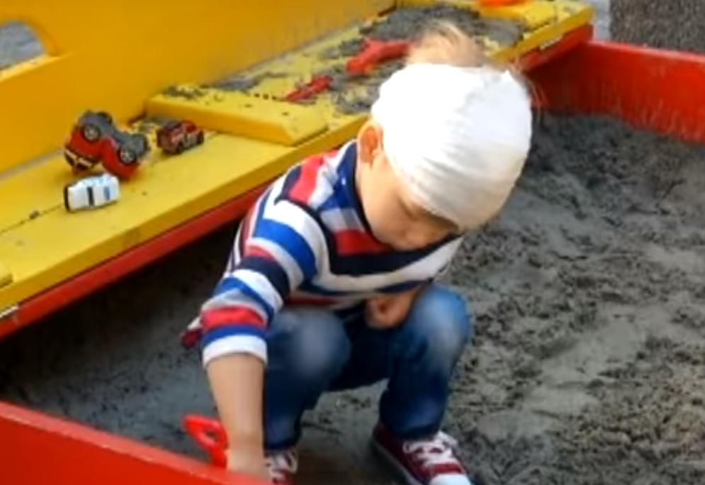 В Киеве на аттракционе острый шуруп проткнул голову маленькому ребенку