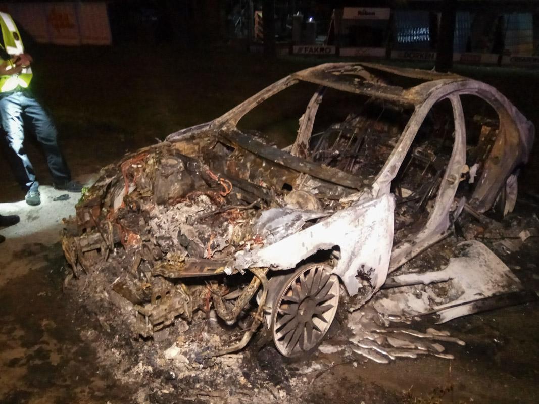 """В Киеве водитель """"убил"""" свой элитный автомобиль, удирая от преследования"""