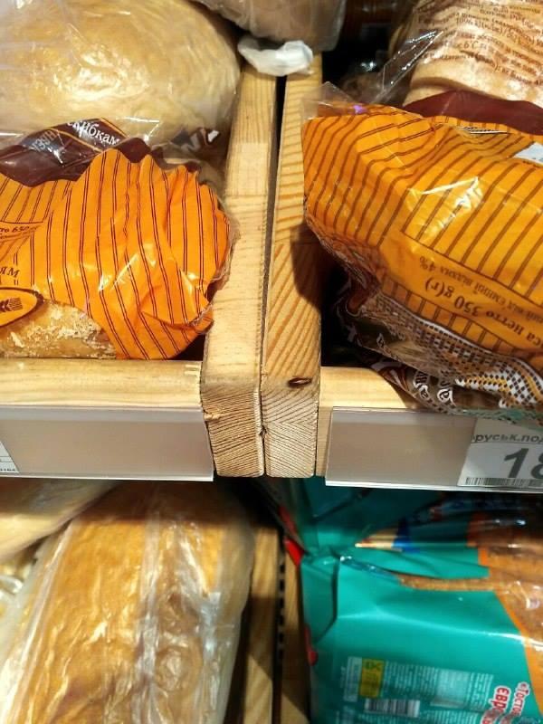 В столичном супермаркете на хлебе заметили тараканов