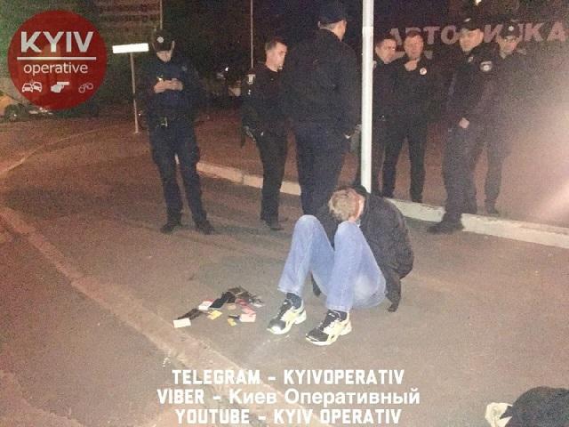 Странная история: в Киеве мужчина подорвал автомобиль