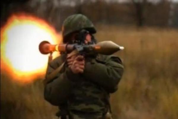 В Киеве неизвестный выстрелил в жилой дом из гранатомета