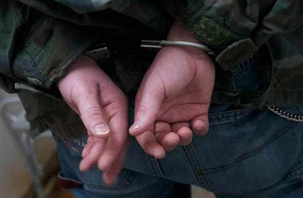 На Киевщине молодые подростки напали на прохожего ради легкой наживы