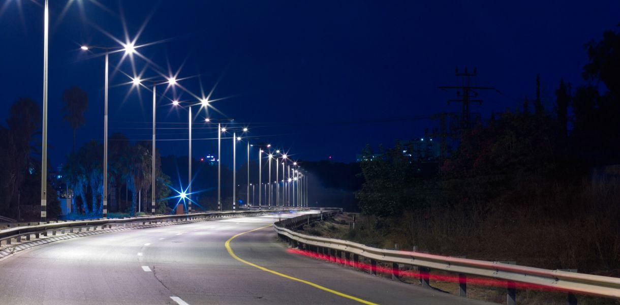 На Осокорках устанавливают новую сеть наружного освещения