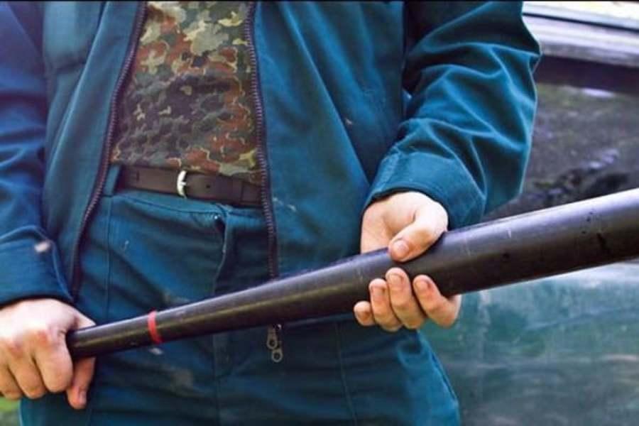 На Троещине подростки бейсбольными битами избили охранника магазина