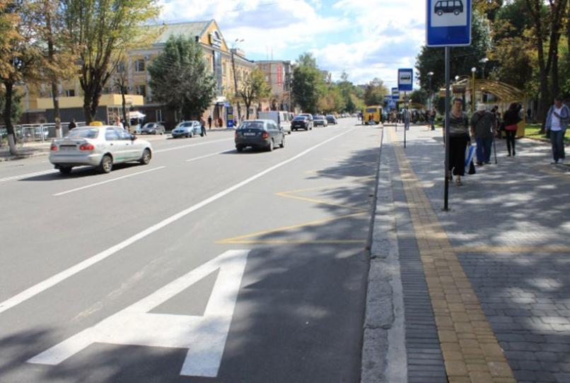 На бульваре Леси Украинки появится выделенная полоса для коммунального транспорта