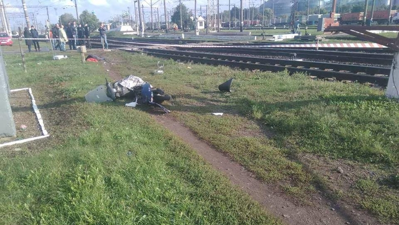 Под Киевом скорый поезд сбил женщину на мопеде