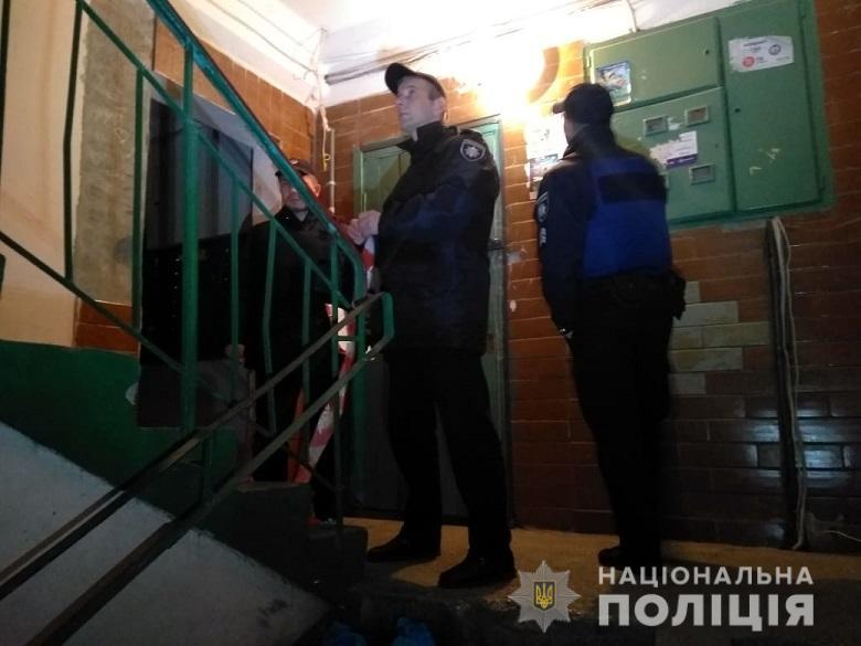 В подъезде жилого дома неизвестные пытались застрелить мужчину