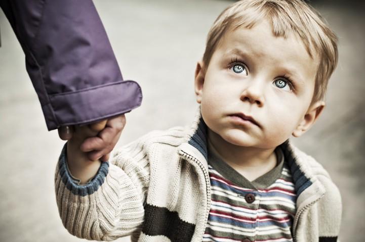 На Оболони незнакомый мужчина приставал к 6-летнему малышу
