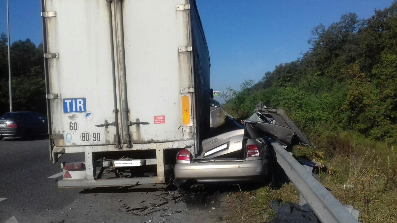 Смертельное ДТП под Киевом - грузовик раздавил авто вместе с водителем