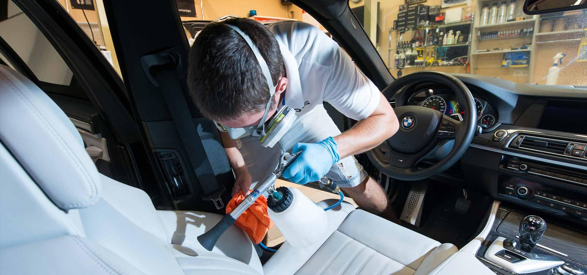 Какие услуги по химчистке авто оказывают детейлинг-центры?