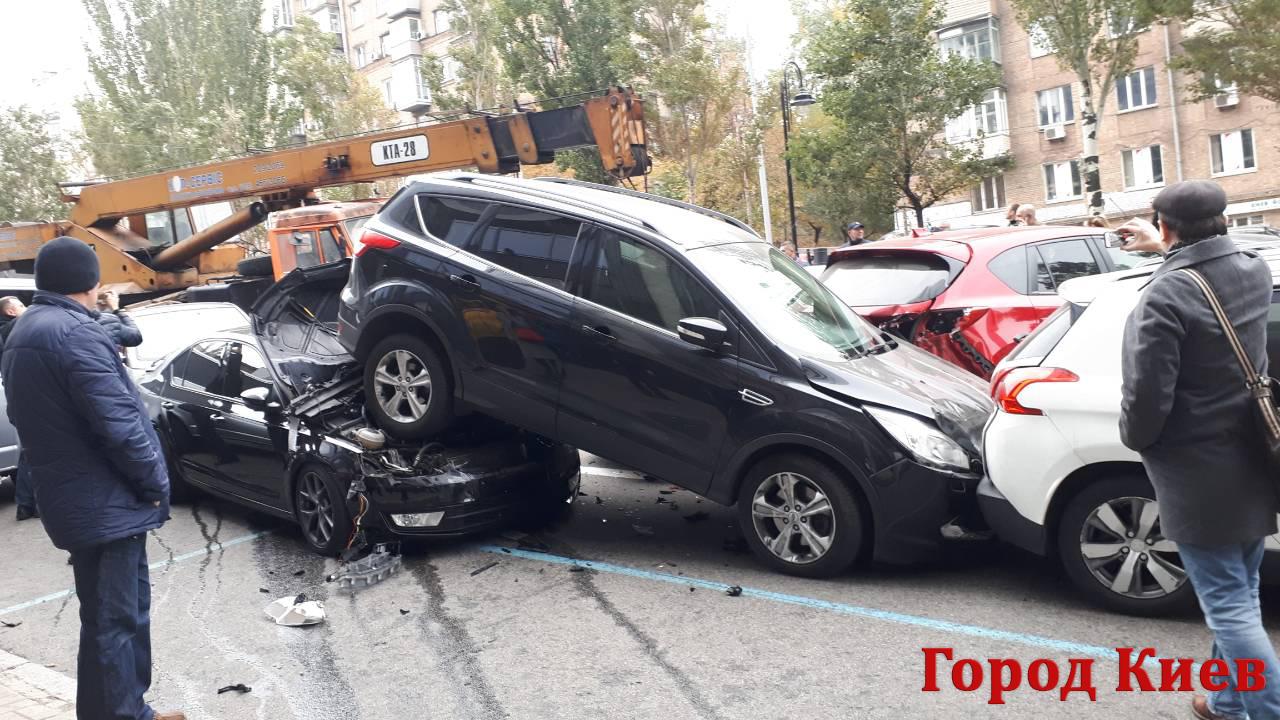 Масштабное ДТП в центре Киева: подробности (ФОТО и ВИДЕО)