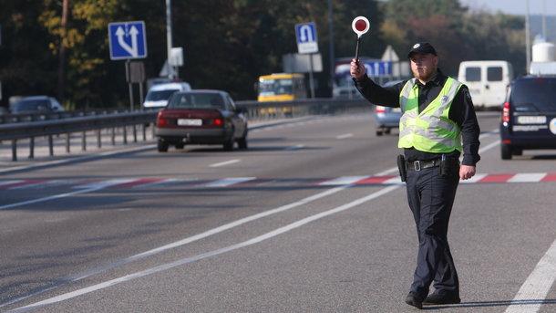 В Киеве пешеход на дороге устроил драку из легендарной игры