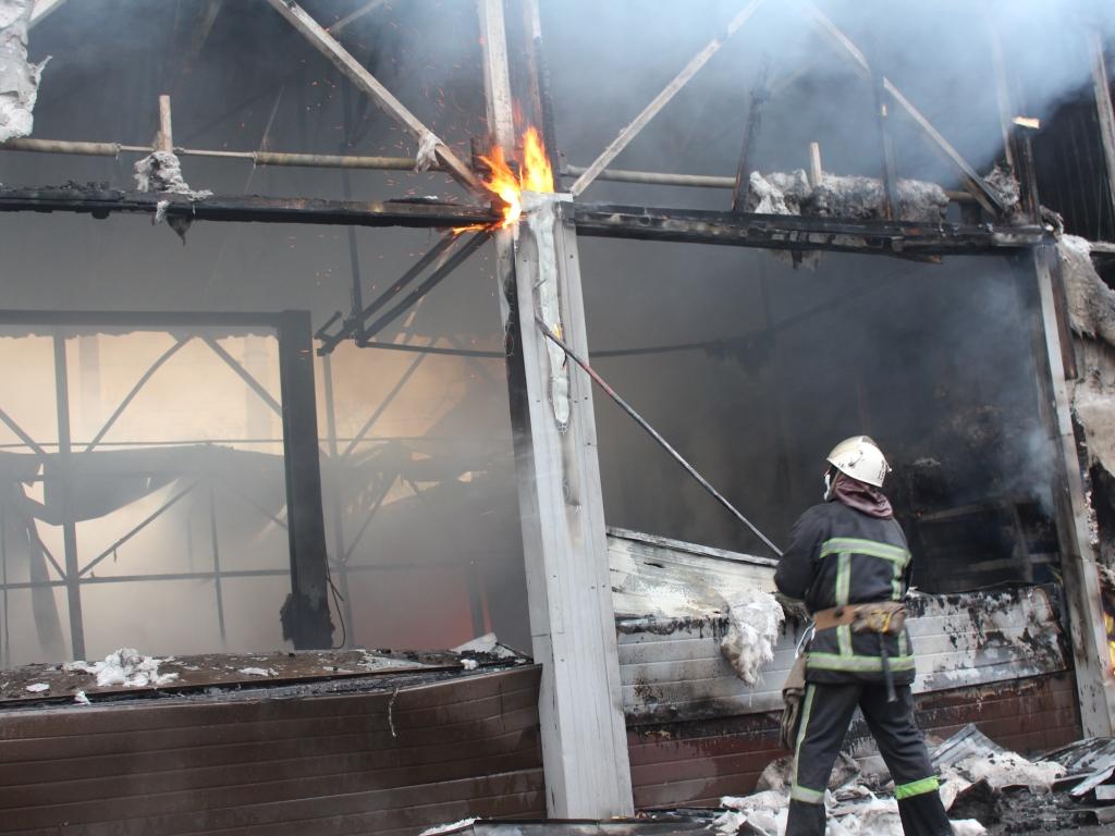 Пожар на СТО в Киеве уничтожил 3 автомобиля