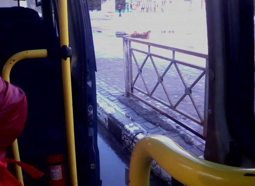 Под Киевом из маршрутки во время движения выпал ребенок