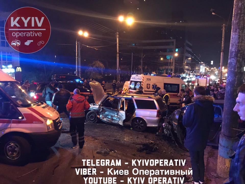 Жуткое ДТП парализовало движение по Шулявскому мосту
