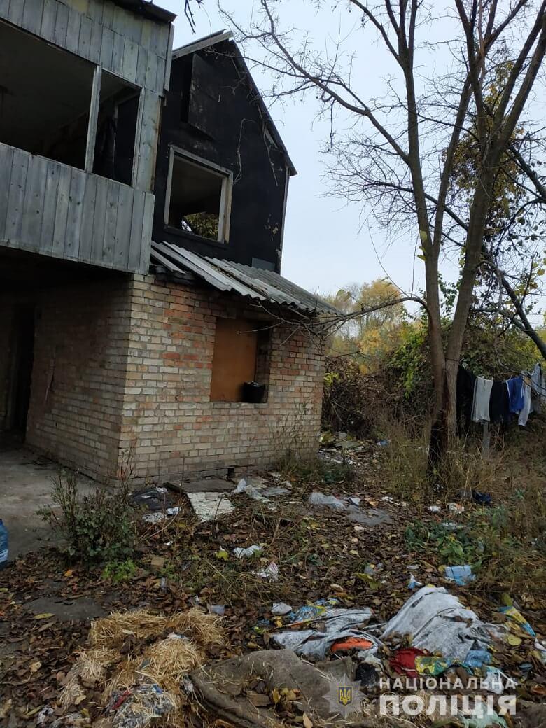 """В киевской """"заброшке"""" полиция обнаружили """"семью-маугли"""""""