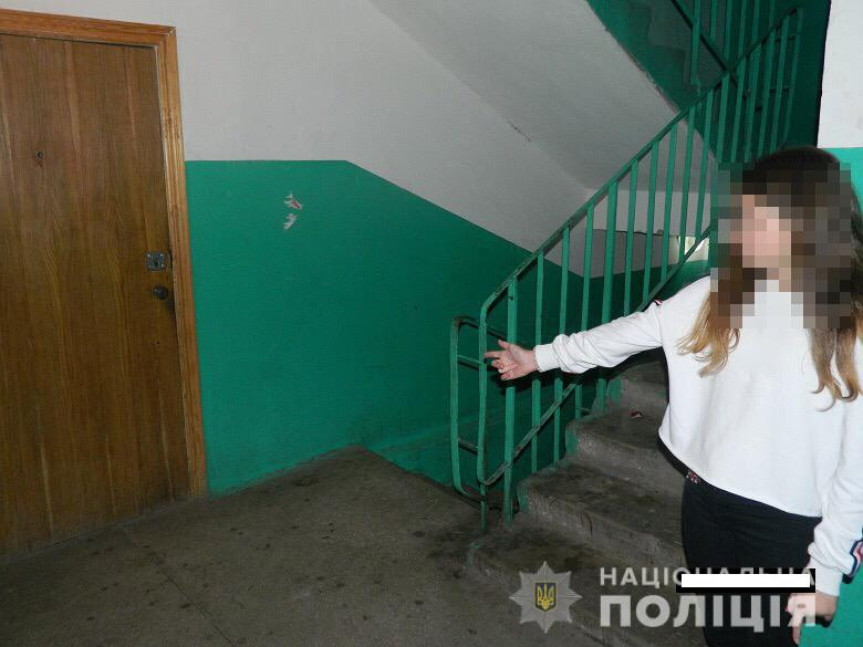 Маленькая киевлянка стала жертвой ограбления своим соседом