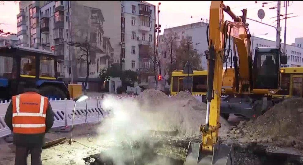 На трубе, которую прорвало в центре Киева, нашли еще одну опасность