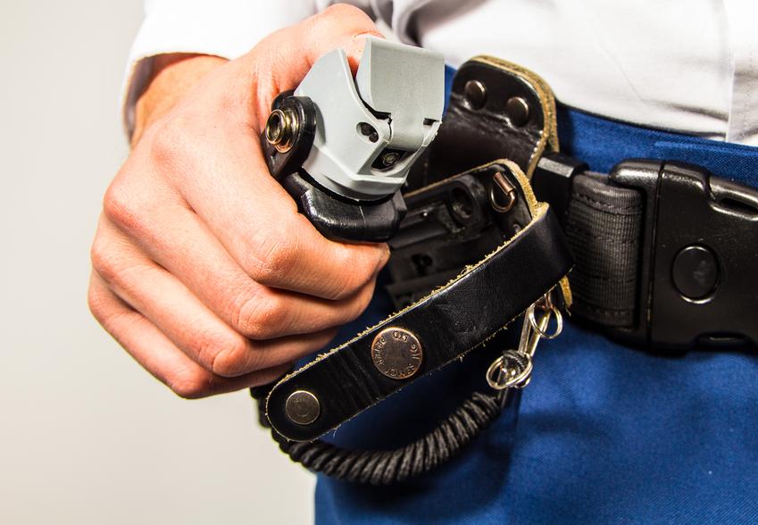 """Полиция задержала трех несовершеннолетних """"блогеров"""" с газовым баллончиком"""