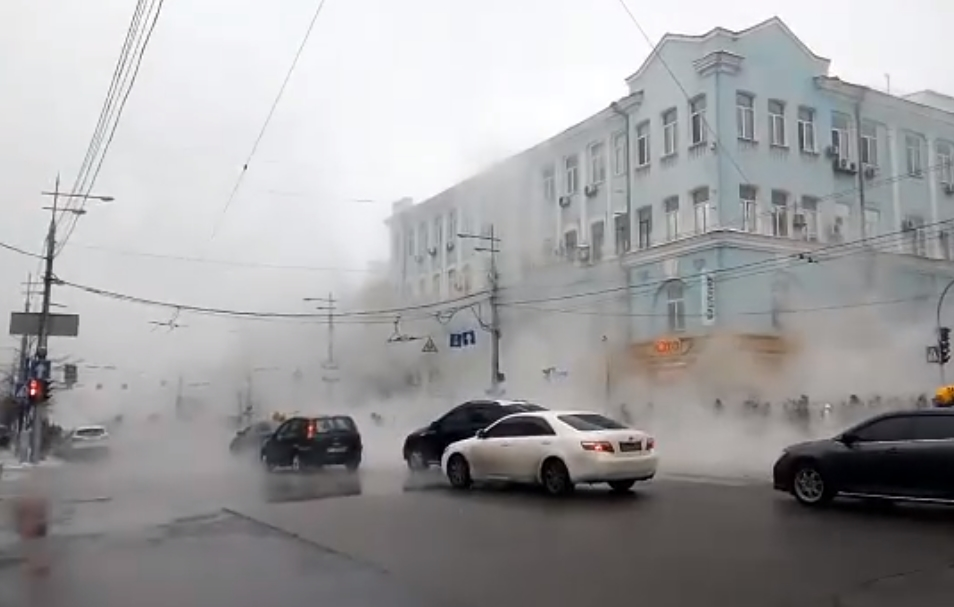 В центре Киева снова мощная авария на теплотрассе