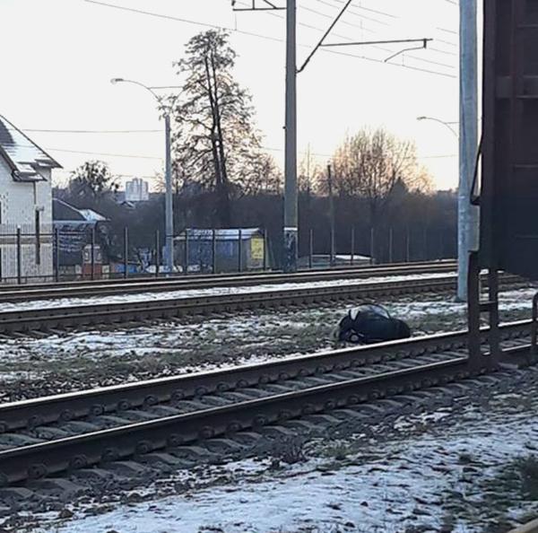 Под Киевом пожилая женщина попала под товарный поезд