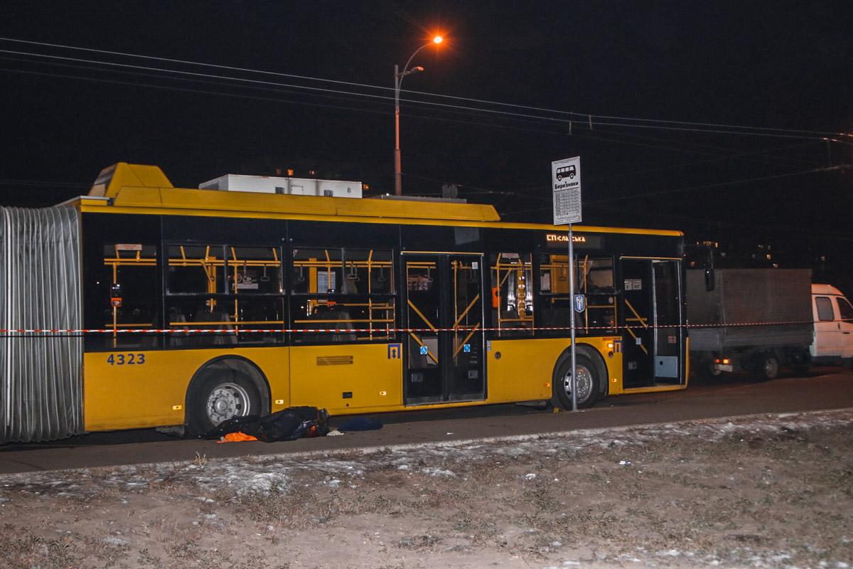 Трагедия на Березняках: троллейбус раздавил коммунального работника