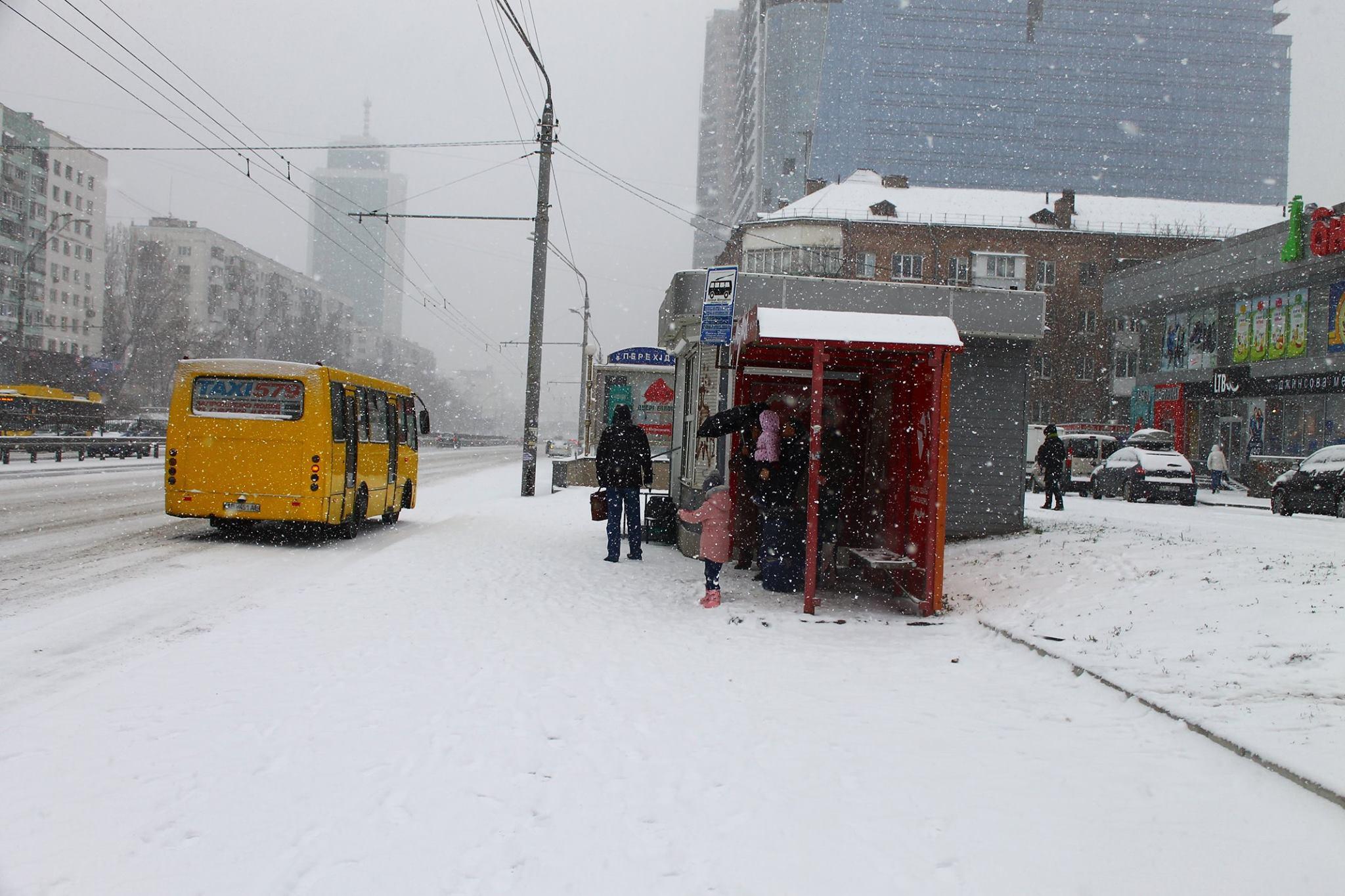 Киевляне не будут мерзнуть на остановках в ожидании транспорта