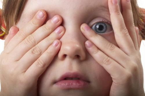 На Киевщине мужчина занялся сексом на глазах у своей 4-летней дочери