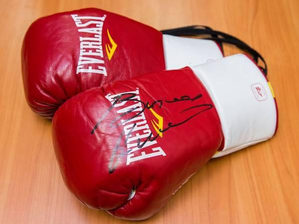 Киевским полицейским выдали боксерские перчатки от Кличко