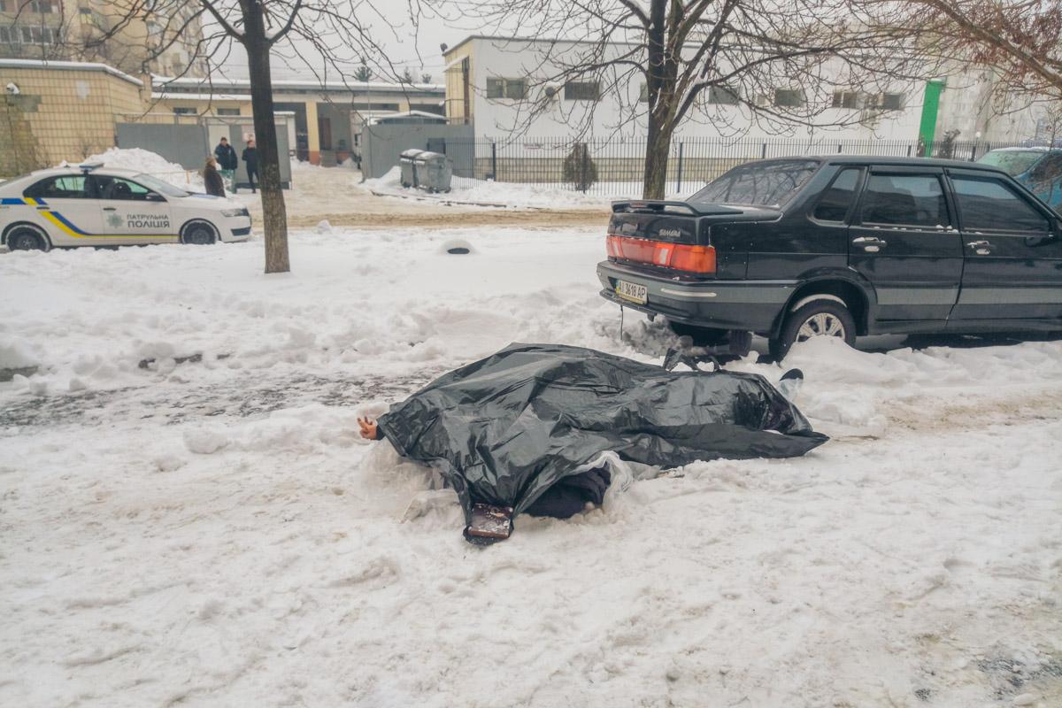 Довели на работе: в Киеве из окна выбросился ученый-химик