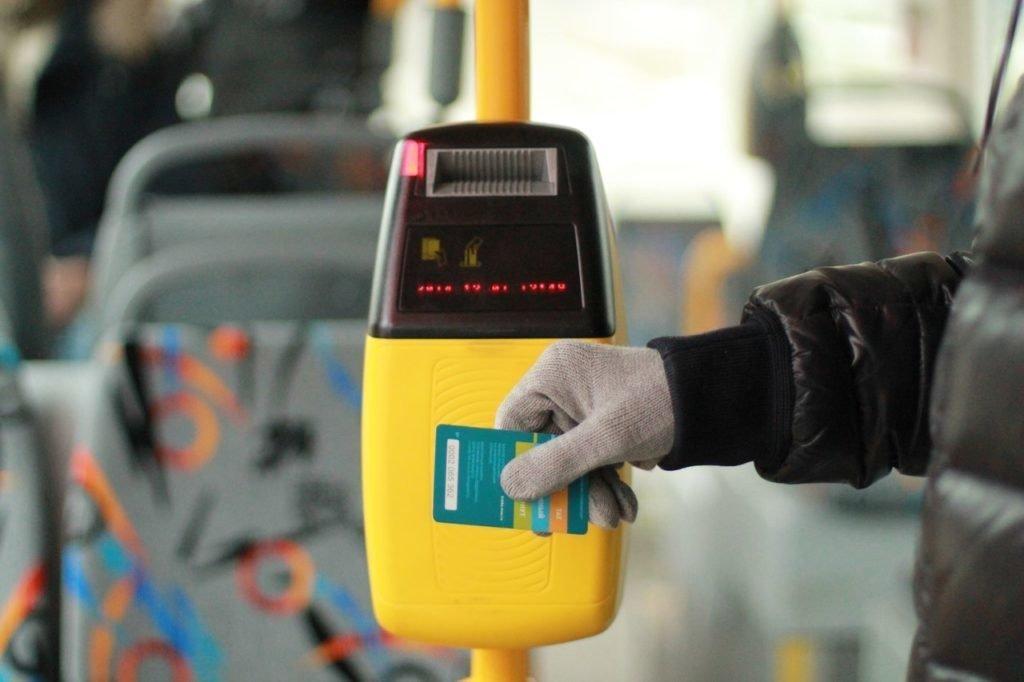 Оплатить проезд банковской картой в транспорте Киева можно будет с марта 2019 года