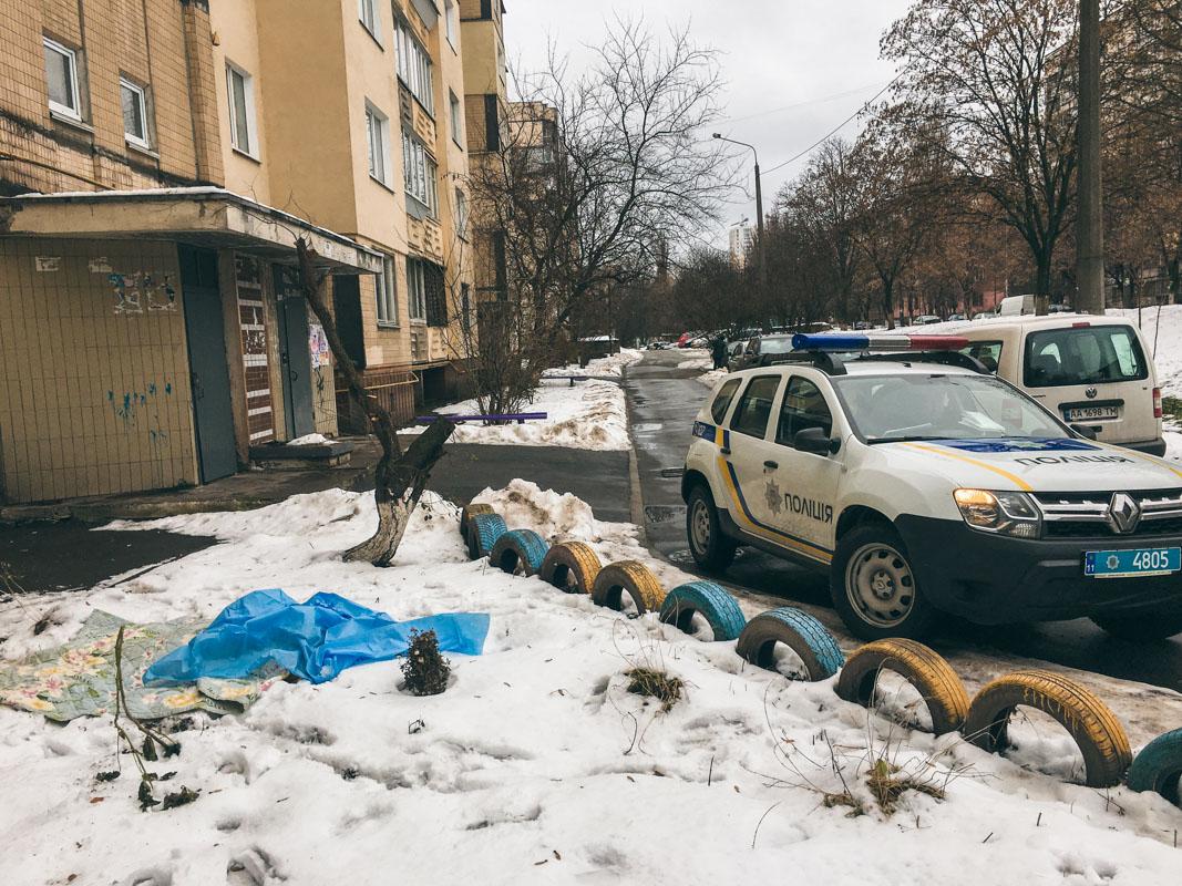 В Киеве пожилой мужчина выбросился из окна