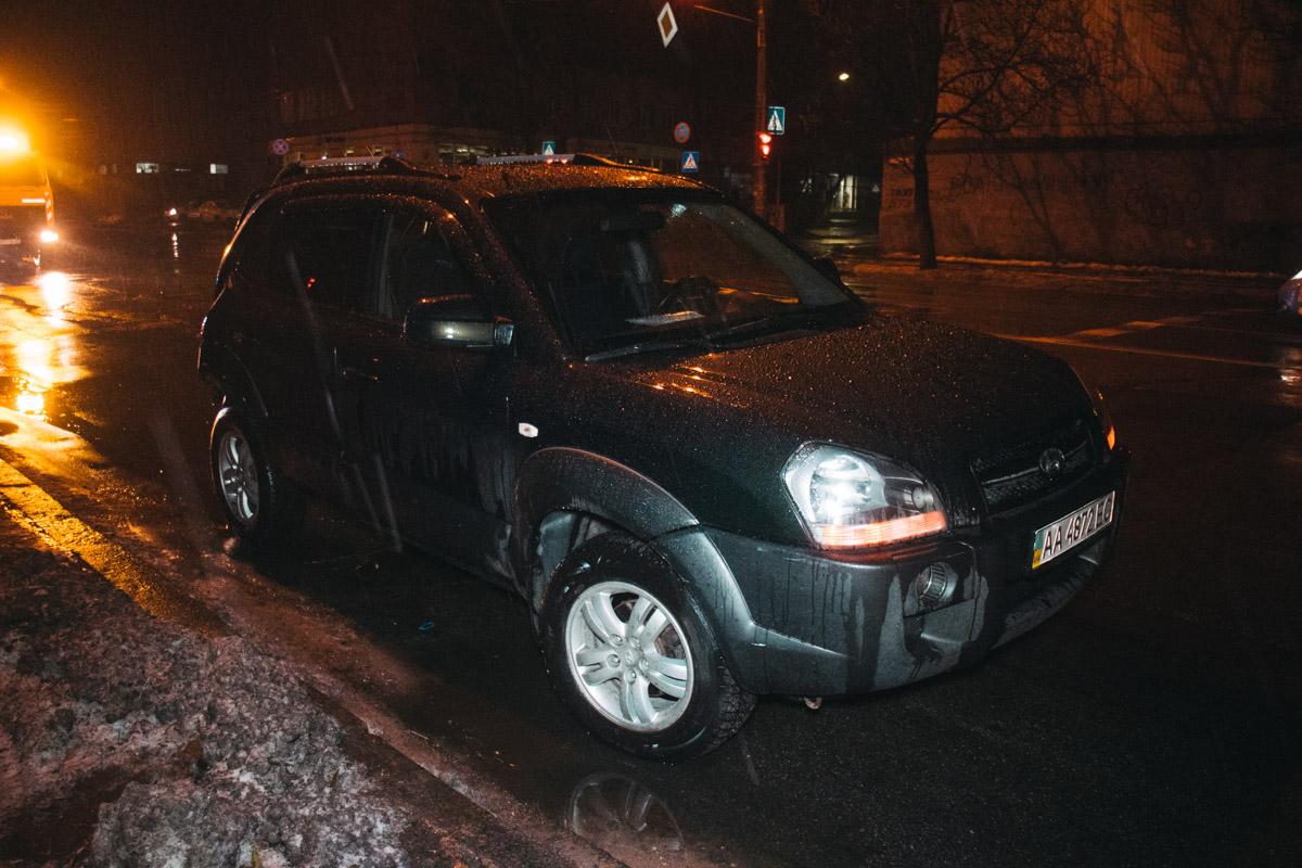 """Девушка попала под машину во время """"фотосессии"""" своего авто"""