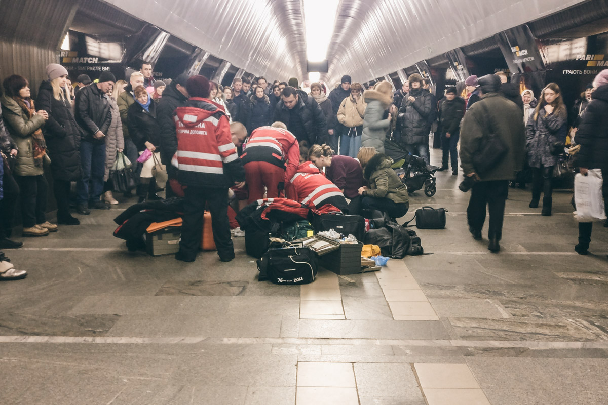 В киевском метро на перроне умерла 9-летняя девочка