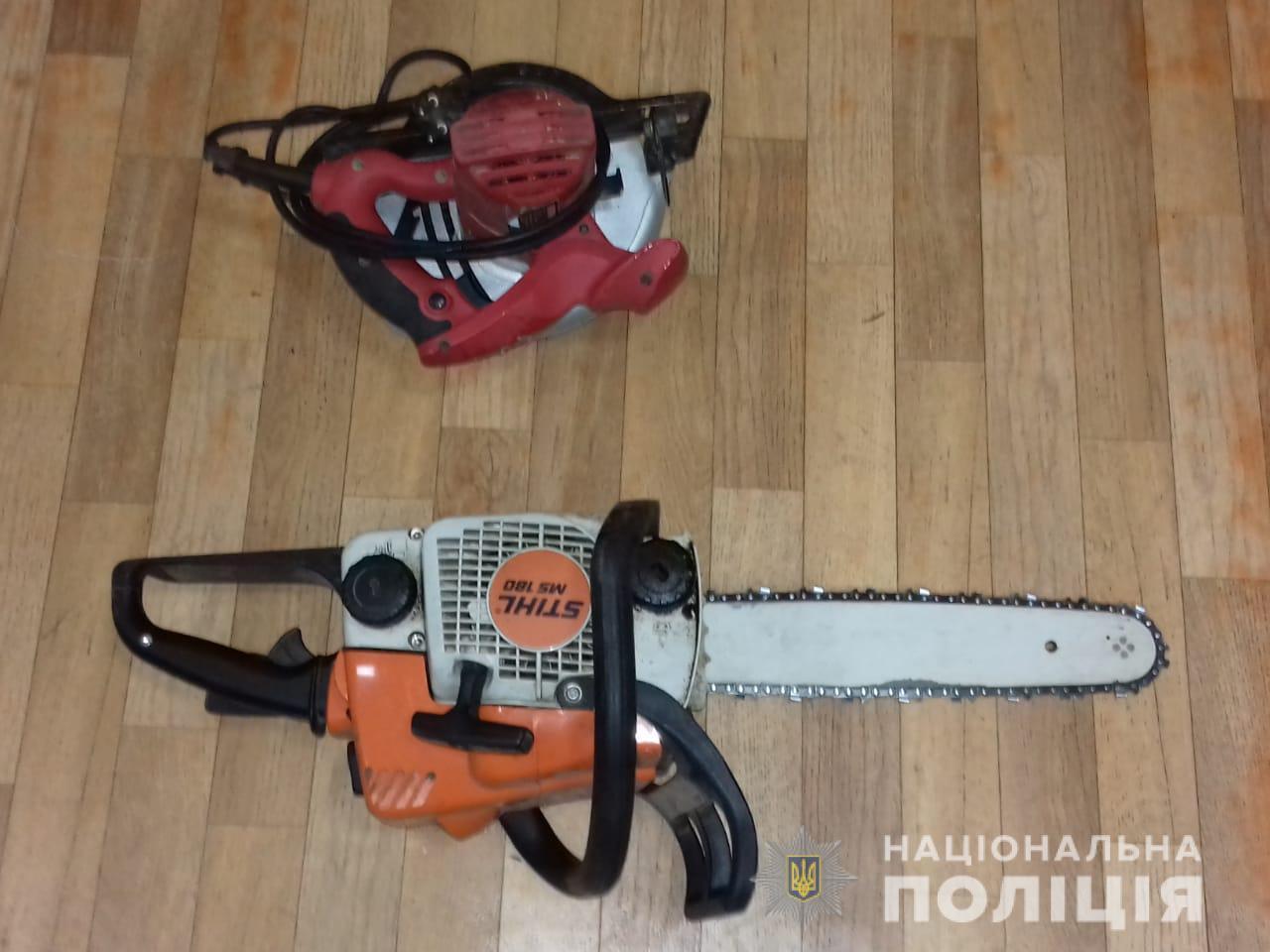 Под Киевом мужчина оставил дачников без электроинвентаря