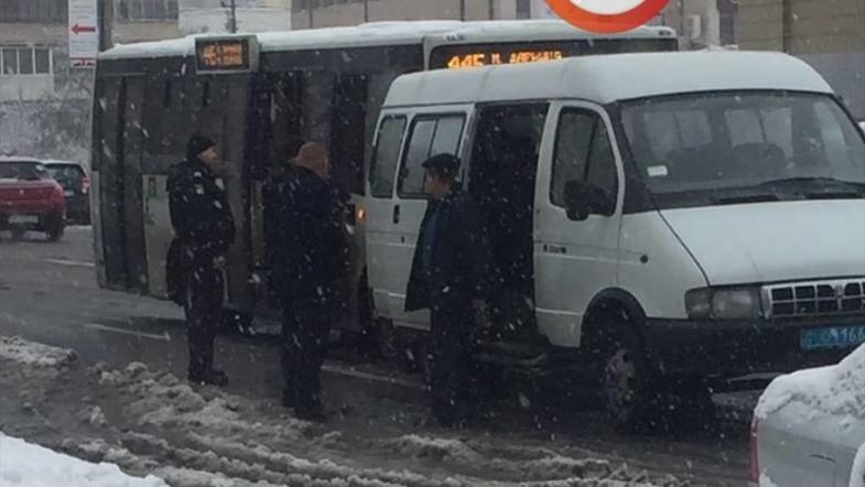 Водитель маршрутки нахамил киевлянину и его настигла мгновенная карма