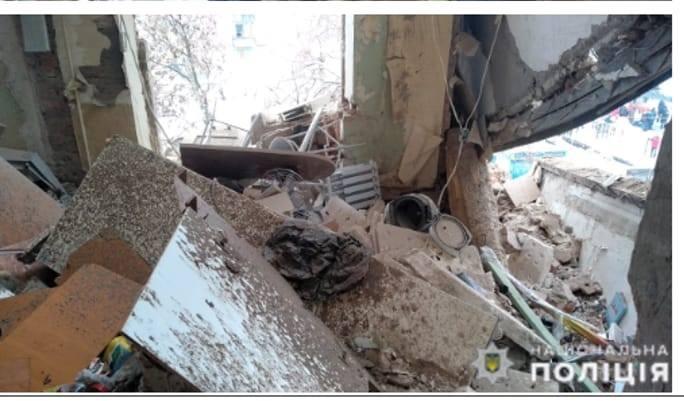 Спасатели нашли тела двух человек под завалами дома под Киевом