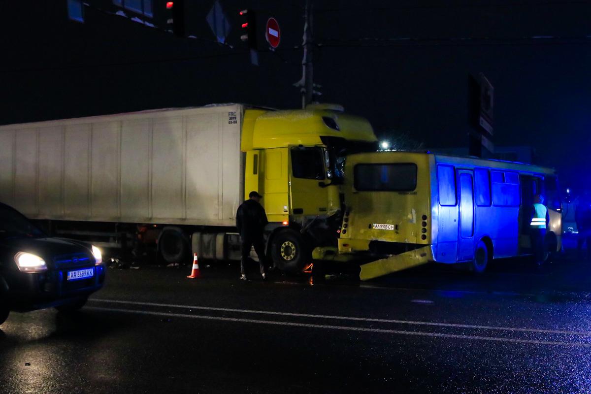 Масштабное ДТП под Киевом: есть пострадавшие