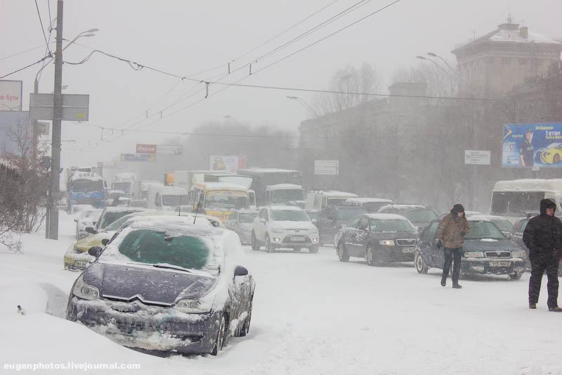 В Киеве отменили снежную стихию